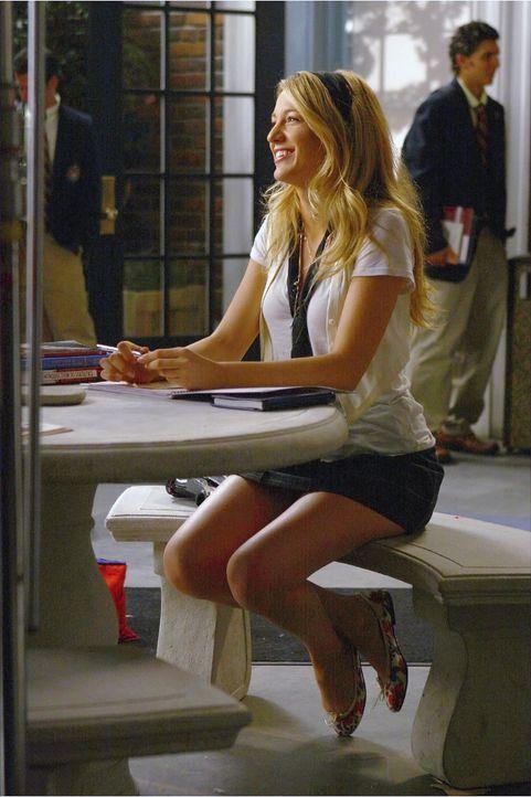 Serena (Blake Lively) und Dan haben sich getrennt - doch unglücklich scheint die Blondine darüber nicht zu sein .... - Bildquelle: Warner Brothers
