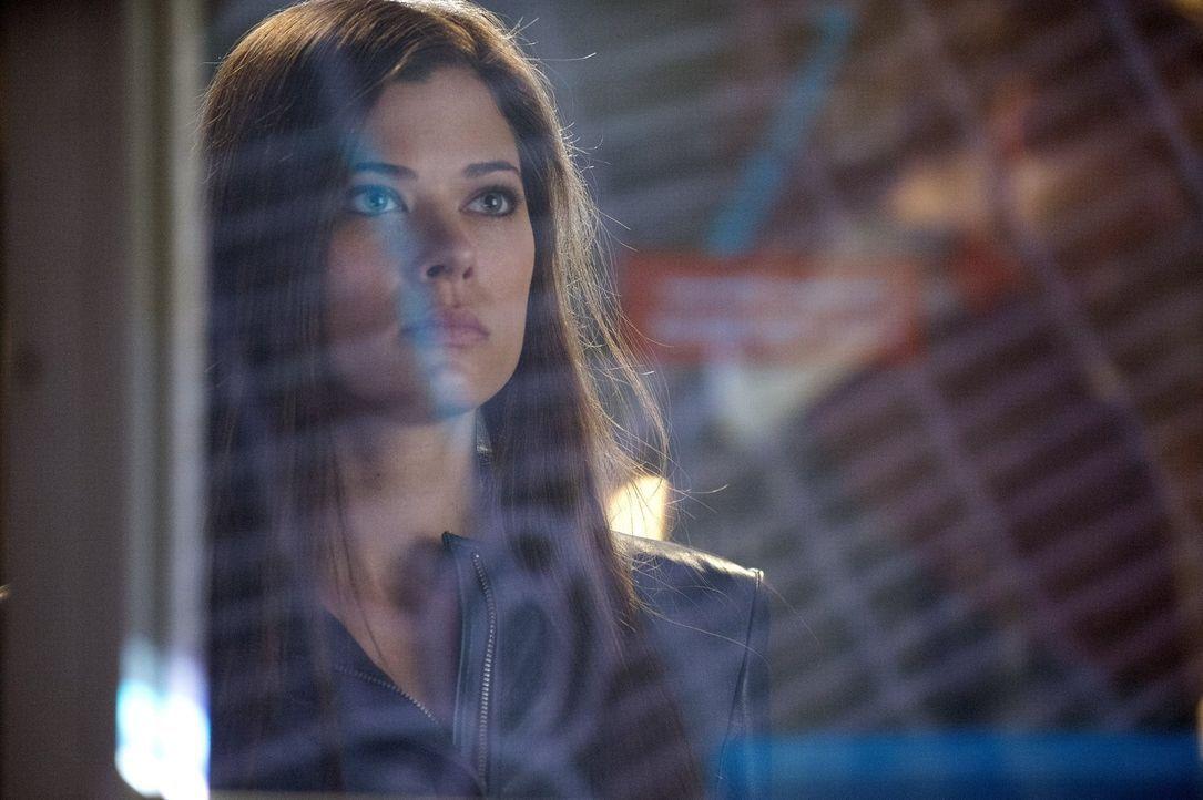 Ist sich ihrer Gefühle nicht sicher: Cara (Peyton List) ... - Bildquelle: Warner Bros. Entertainment, Inc