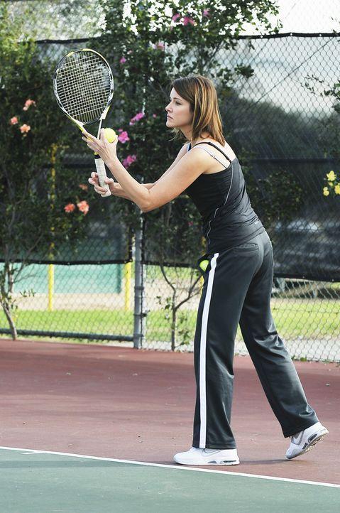 Ellie (Christa Miller) entschließt sich, Tennisstunden zu nehmen. Dass der Tennislehrer ausnehmend attraktiv ist, scheint der wahre Beweggrund für... - Bildquelle: 2009 ABC INC.