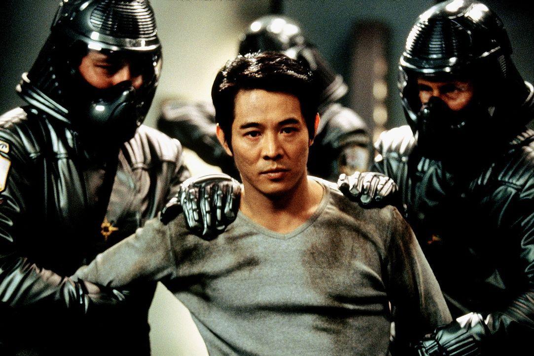 Zwischen allen Stühlen: Polizist Gabriel (Jet Li, M.) ... - Bildquelle: Senator Film