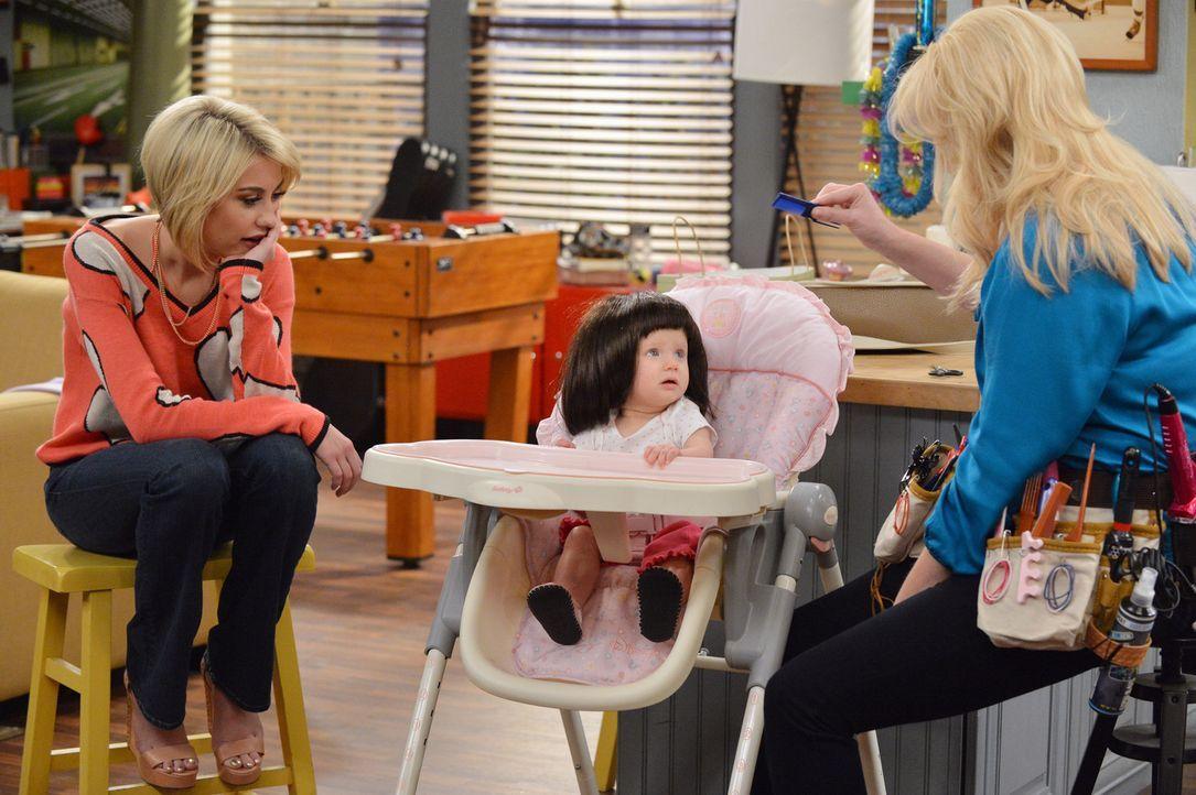 Während Ben einen Kindergartenplatz für Emma (Mila und Zoey Beske, M.) sucht, beweisen sich Riley (Chelsea Kane, l.) und Bonnie (Melissa Peterman, r... - Bildquelle: Eric McCandless ABC Family