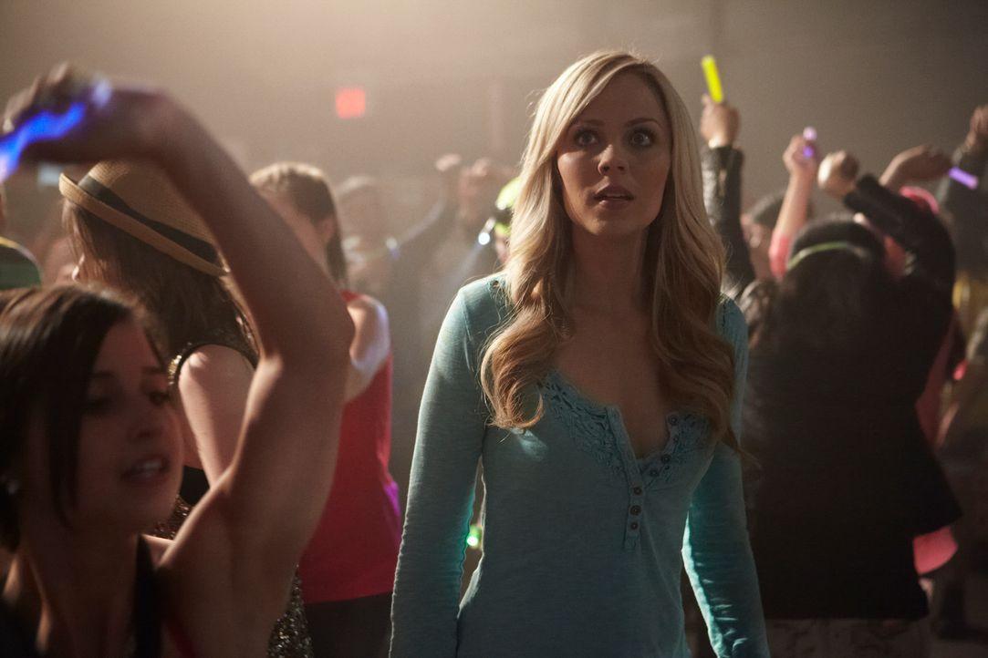 Was wie eine harmlose Party anfing, entwickelt sich dank Elena (Laura Vandervoort, M.) und dem jungen Werwolf zu einem wahren Horror ... - Bildquelle: 2014 She-Wolf Season 1 Productions Inc.