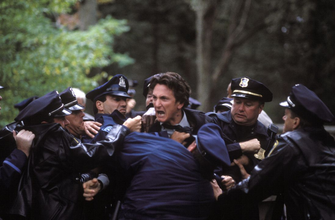 Zu spät erkennt Jimmy (Sean Penn), dass er auf das falsche Pferd gesetzt hat ... - Bildquelle: Warner Bros. Pictures