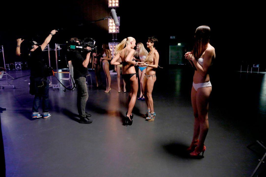 GNTM-Stf10-Epi03-Bikiniwalk-Muc-12-ProSieben-Richard-Huebner - Bildquelle: ProSieben/Richard Hübner