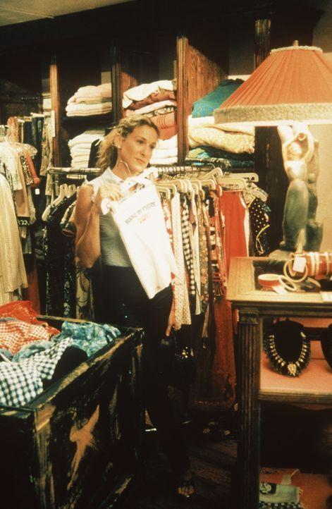 Beim Shoppen mit Miranda gesteht ihr Carrie (Sarah Jessica Parker), dass sie in ein Treffen mit Big eingewilligt hat ... - Bildquelle: Paramount Pictures
