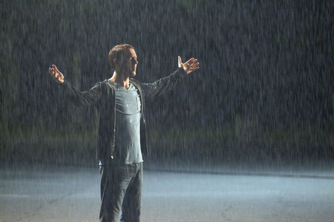 Eine Unterhaltung im Regen lässt Nick (Damian Lewis) für kurze Zeit seine Probleme vergessen ... - Bildquelle: 2011 Twentieth Century Fox Film Corporation. All rights reserved.