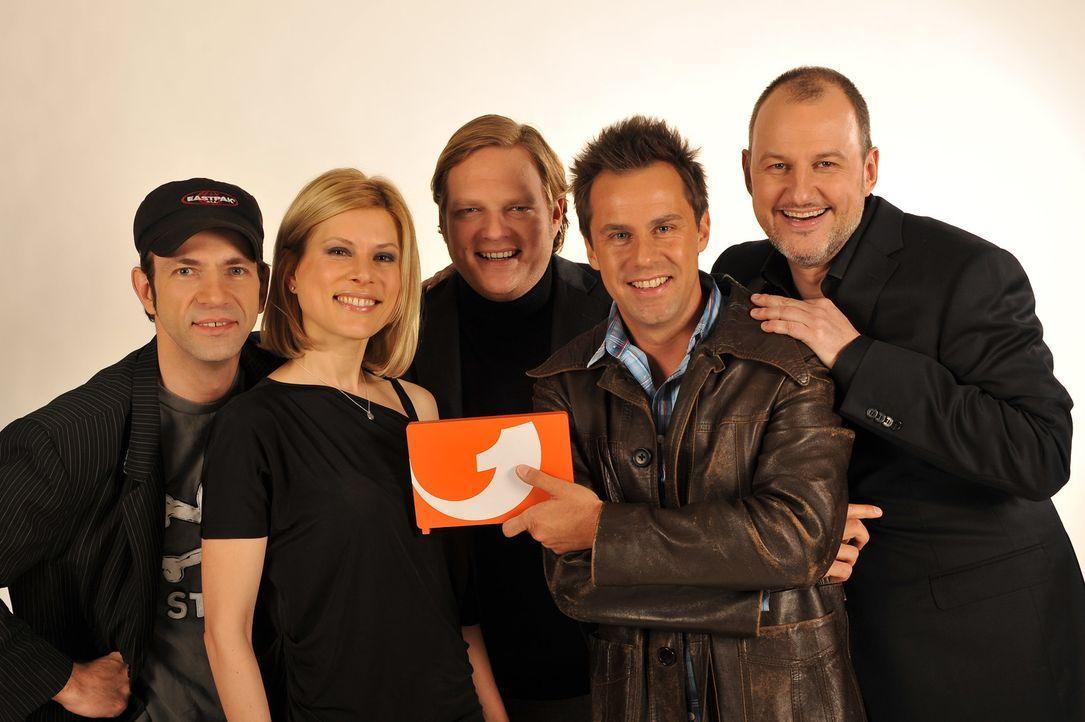 Sie haben die Kochlöffel fest im Griff (v.l.n.r.): Ole Plogstedt, Maren Kemper, Björn Freitag, Achim Bramscher und Frank Rosin ... - Bildquelle: kabel eins