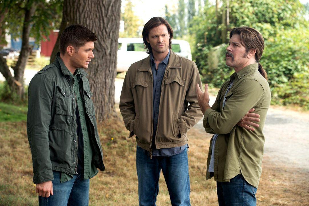 Als sich Sonny (Blake Gibbons, r.), ein alter Freund von Dean (Jensen Ackles, l.), bei ihm meldet, entdeckt Sam (Jared Padalecki, M.) einen bisher u... - Bildquelle: 2013 Warner Brothers