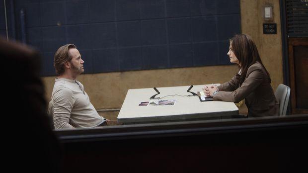 Kate Beckett (Stana Katic, r.) setzt den Verdächtigen Marcus Gates (Lee Terge...