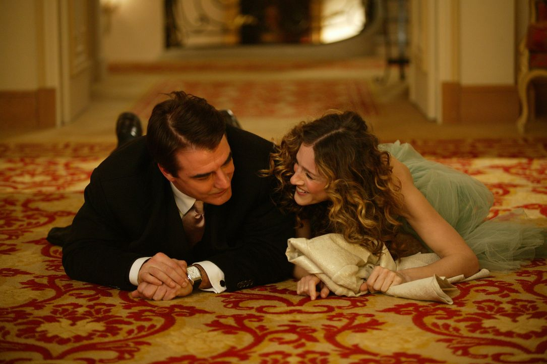 Endlich: Carrie (Sahra Jessica Parker, r.) und Big (Chris Noth, l.) ... - Bildquelle: Paramount Pictures