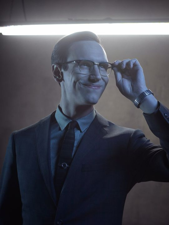 (2. Staffel) - Der brillante Wissenschaftler der Gerichtsmedizin des Gotham Police Departments: Edward Nygma (Cory Michael Smith). Doch auf welcher... - Bildquelle: Warner Brothers