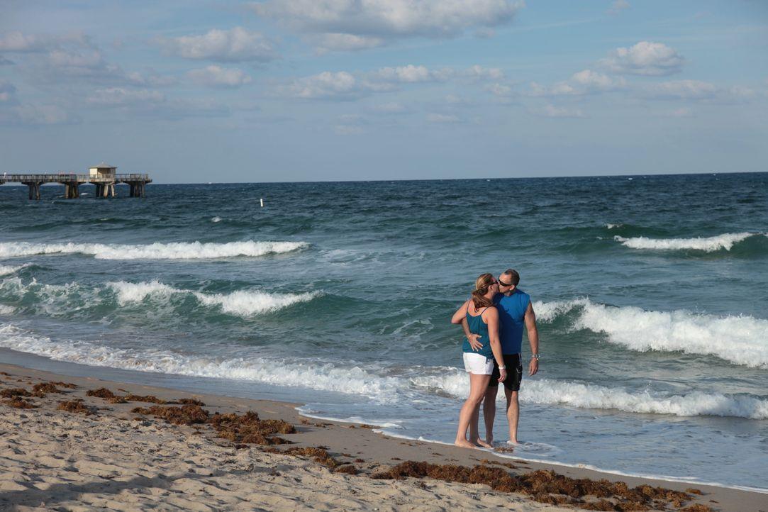 Das aus Florida stammende Pärchen Amy (l.) und Efrain (r.) sucht nach einer Unterkunft in Fort Lauderdale, um mehr Zeit auf ihrem geliebten Boot ver... - Bildquelle: 2014, HGTV/Scripps Networks, LLC. All Rights Reserved.