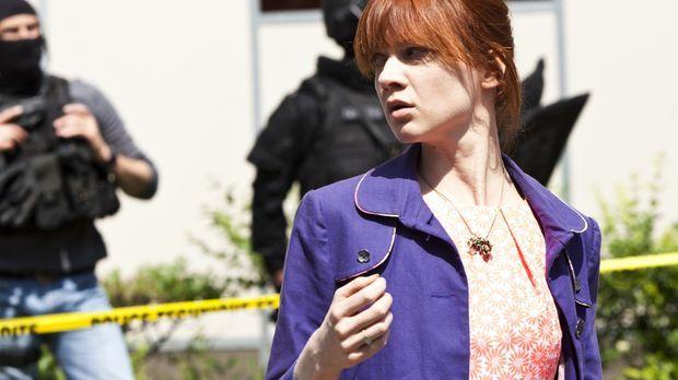 Profiling Paris - Bei ihren Ermittlungen gerät Chloé (Odile Vuillemin) selber...
