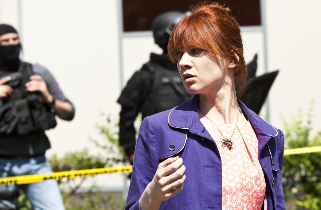 Bei ihren Ermittlungen gerät Chloé (Odile Vuillemin) selber ins Fadenkreuz des Schützen ... - Bildquelle: Jaïr Sfez 2012 BEAUBOURG AUDIOVISUEL