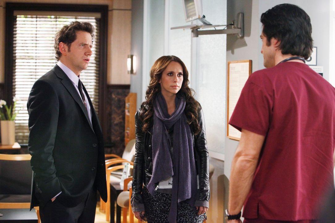 Jim (David Conrad, r.) erzählt Eli (Jamie Kennedy, l.) und Melinda (Jennifer Love Hewitt, M.) von dem blutverschmierten Mann, der plötzlich im Krank... - Bildquelle: ABC Studios