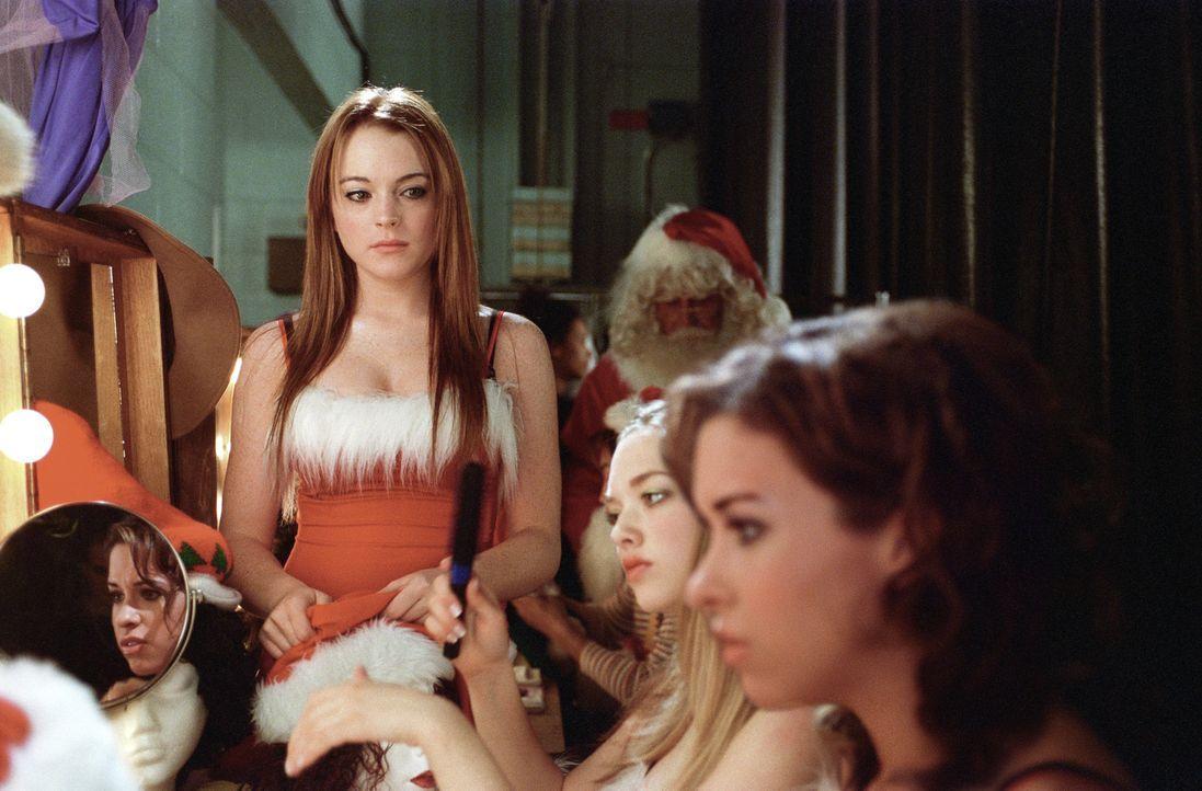 Kaum hat sich Cady (Lindsay Lohan, l.) in Reginas Ex-Freund Aaron verliebt, da fahren deren Schergen Gretchen (Lacey Chabert, r.) und Karen (Amanda... - Bildquelle: Paramount Pictures