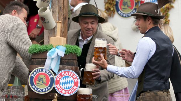 der fc bayern m nchen auf dem oktoberfest 2016. Black Bedroom Furniture Sets. Home Design Ideas