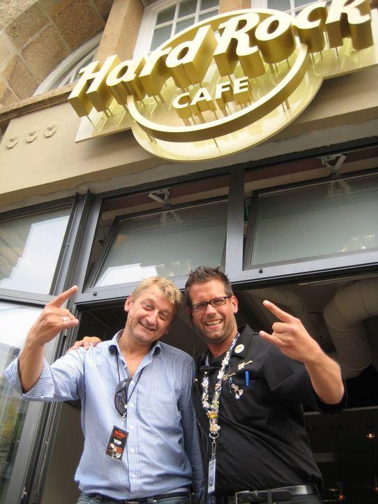 Geschäftsführer Georg Jozwiak (l.) ist guter Dinge - er will sein Hard Rock Café ohne Pannen eröffnen ... - Bildquelle: kabel eins