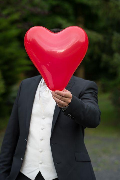 Die große Liebe oder eine unmögliche Partnerschaft? Fünf Single-Männer lassen sich von vier Experten verkuppeln und geben einer Unbekannten das Ja-W... - Bildquelle: Christoph Assmann SAT.1