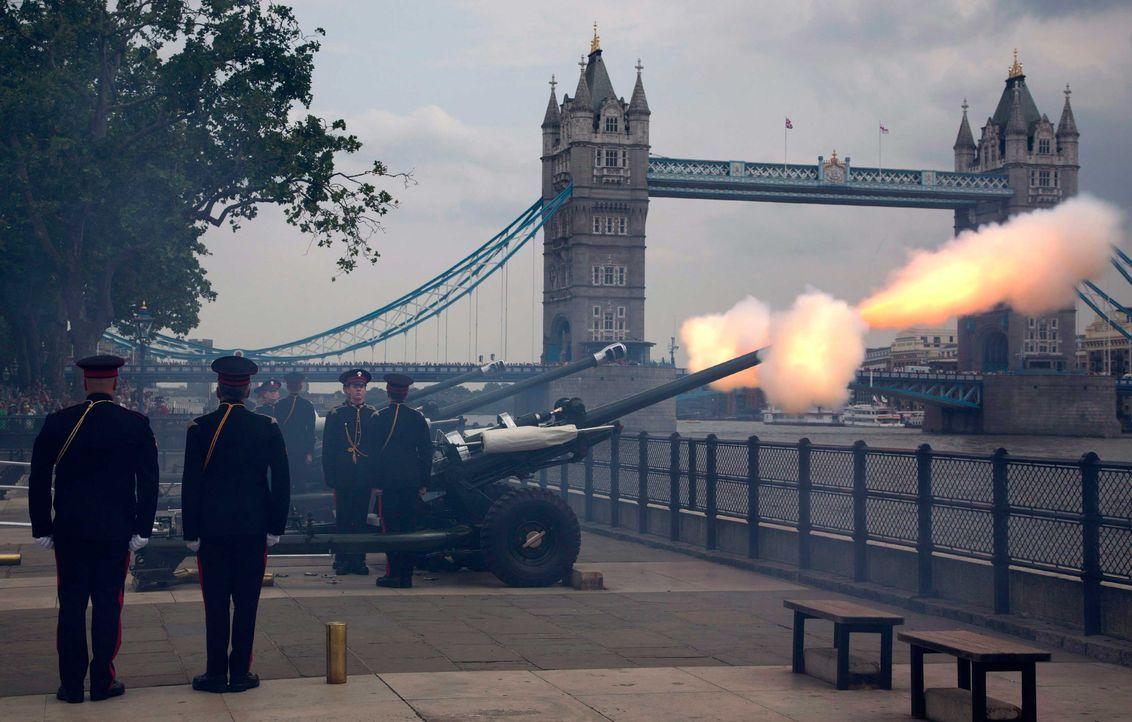 In London verkündeten Kanonenschüsse die Geburt  - Bildquelle: dpa, Verwendung nur in Deutschland