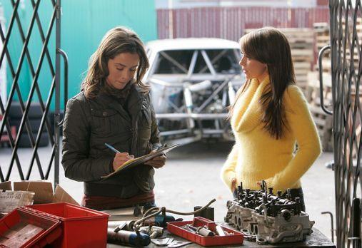 Ghost Whisperer - Melinda (Jenifer Love Hewitt, r.) will Kontakt zu Cindy (Ab...
