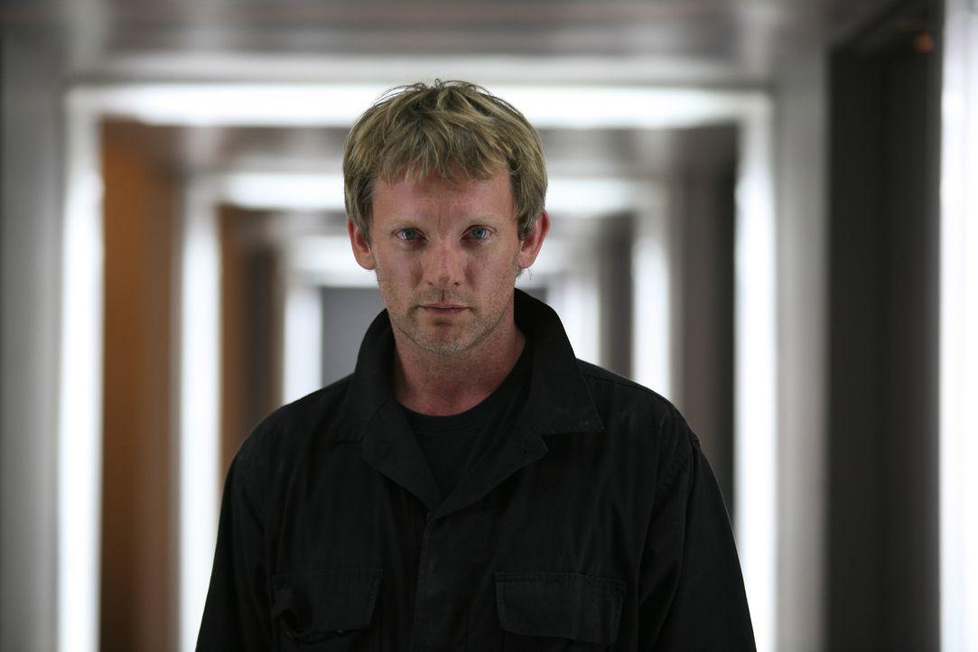 Professor Cutter (Douglas Henshall) ahnt noch nicht, mit welch grässlichen Kreatur, er es gleich zu tun hat ... - Bildquelle: ITV Plc