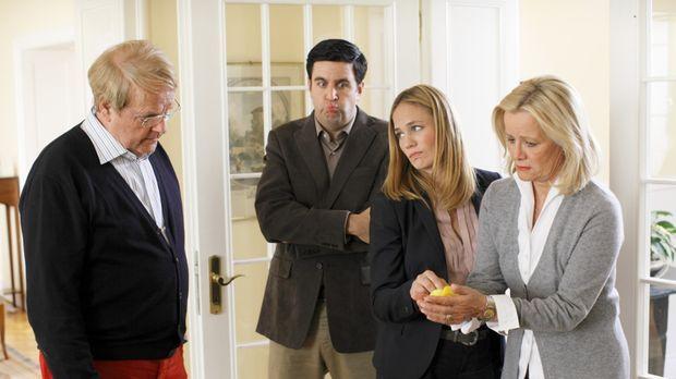 Bastians (Bastian Pastewka, 2.v.l.) erster Besuch bei den Eltern (Claudia Rie...