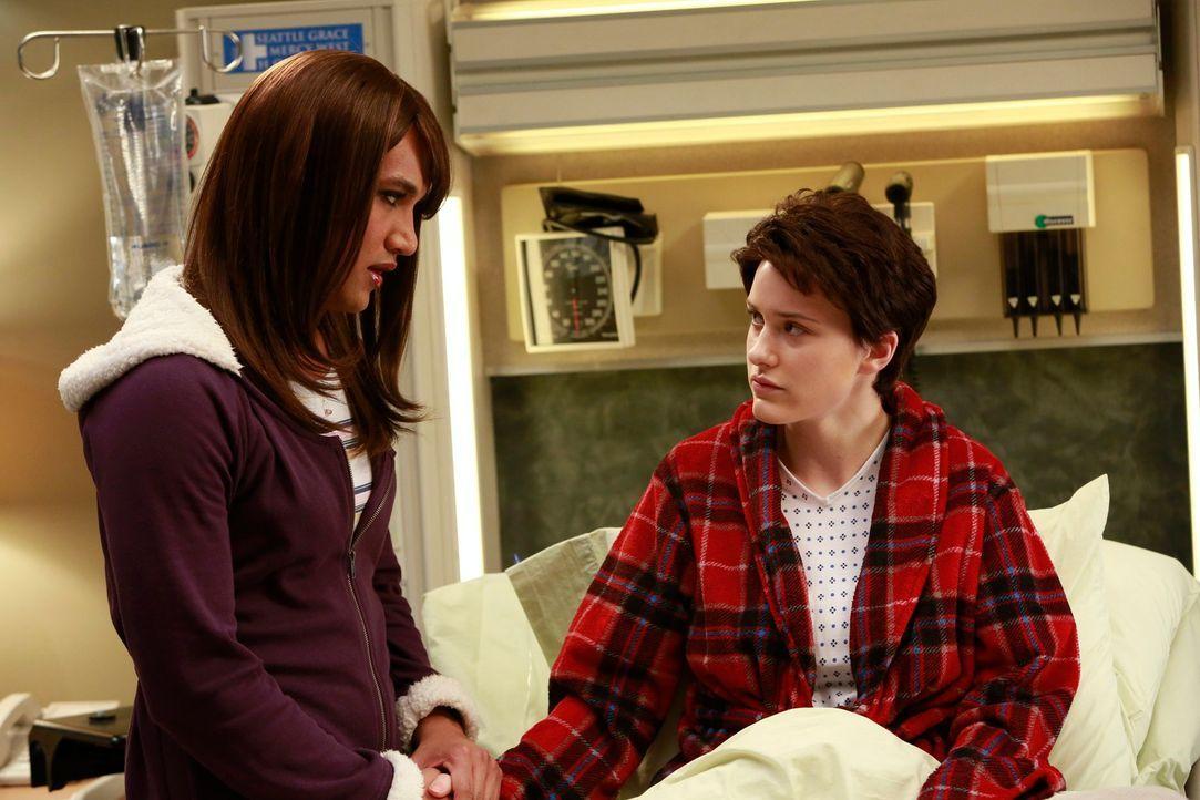 Jackson und Alex arbeiten bei der Beratung des transsexuellen Teenager-Pärchens, Jess (Matt Rachel, l.) und Brian (Rachel Brosnahan, r.), zusammen .... - Bildquelle: ABC Studios