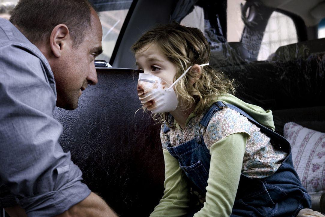 Frank (Christopher Meloni, l.) ist völlig verzweifelt, denn seine kleine Tochter Jodie (Kiernan Shipka, r.) hat sich mit dem tödlichen Virus infiz... - Bildquelle: 2006 Ivy Boy Productions Inc. - All Rights Reserved