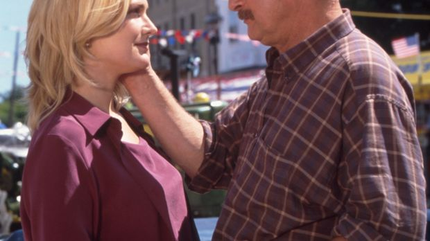 Als der Meteorologe Dr. Jake Arledge (Gerald McRaney, r.) die attraktive Dee...