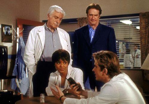 Diagnose: Mord - (v.l.n.r.) Mark (Dick Van Dyke), Amanda (Victoria Rowell) un...