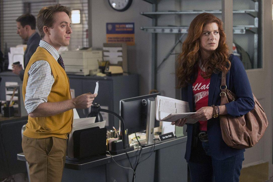 Laura (Debra Messing, r.) kann es nicht fassen, dass ihre Kollegen und vor allem Max (Max Jenkins, l.) von Jake als Chef begeistert sind ... - Bildquelle: Warner Bros. Entertainment, Inc.