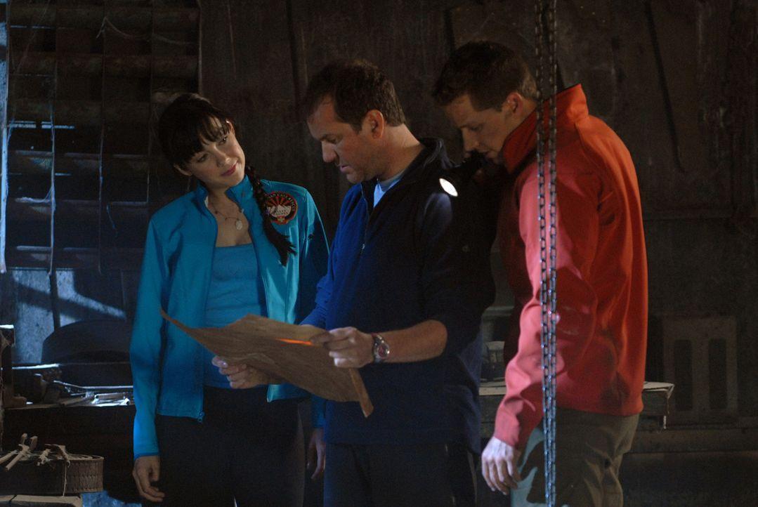 Mit dem Eintritt in die Höhlen unterschreiben Dan (Douglas Hodge, M.), Greg (Josh Dallas, r.) und Cath (Anna Skellern, l.) ihr eigenes Todesurteil...