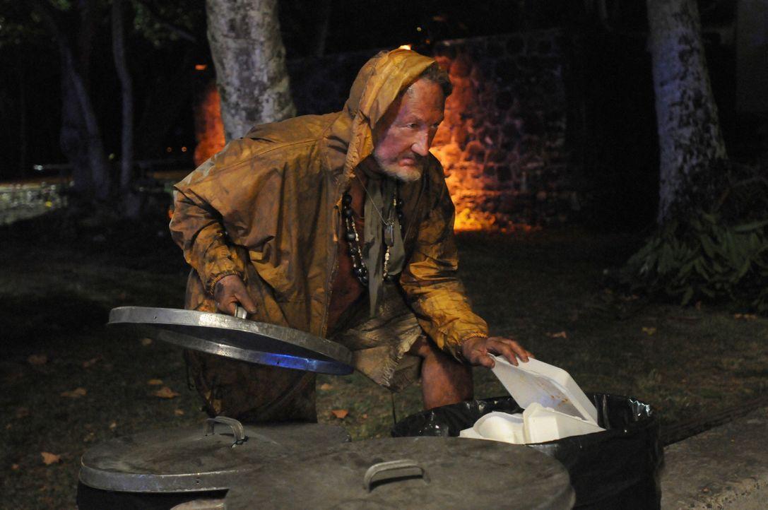 Ein neuer Fall beschäftigt Steve und sein Team. Bei den Ermittlungen stoßen sie auf einen Obdachlosen (Robert Englund), doch hat er etwas damit zu... - Bildquelle: TM &   CBS Studios Inc. All Rights Reserved.