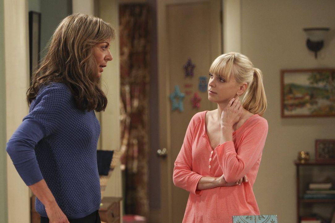Christy (Anna Faris, r.) hat große Zweifel, dass ausgerechnet ihre Mutter Bonnie (Allison Janney, l.) die richtige Ratgeberin in Sachen ungewollte S... - Bildquelle: Warner Brothers Entertainment Inc.