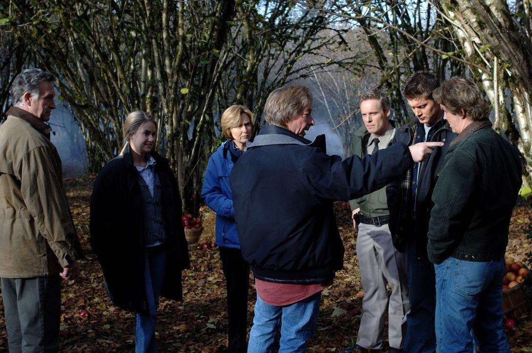 """Während der Dreharbeiten zu der Episode """"Vogelscheuche"""" ... - Bildquelle: Warner Bros. Television"""