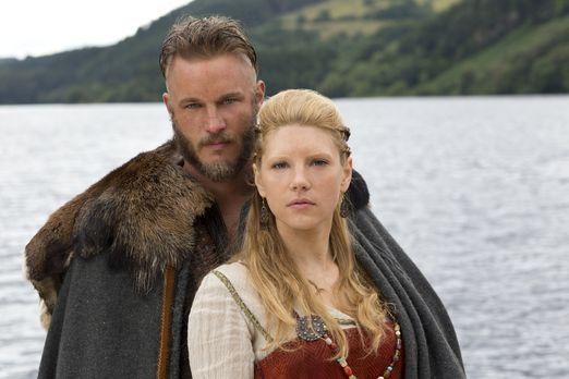 Vikings - Seine Kinder und seine Frau Lagertha (Katheryn Winnick, r.) bedeute...