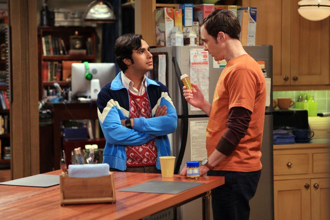Raj (Kunal Nayyar, l.) versucht, seine Angststörung zu heilen und bittet Sheldon (Jim Parsons, r.) um Hilfe ... - Bildquelle: Warner Bros. Television