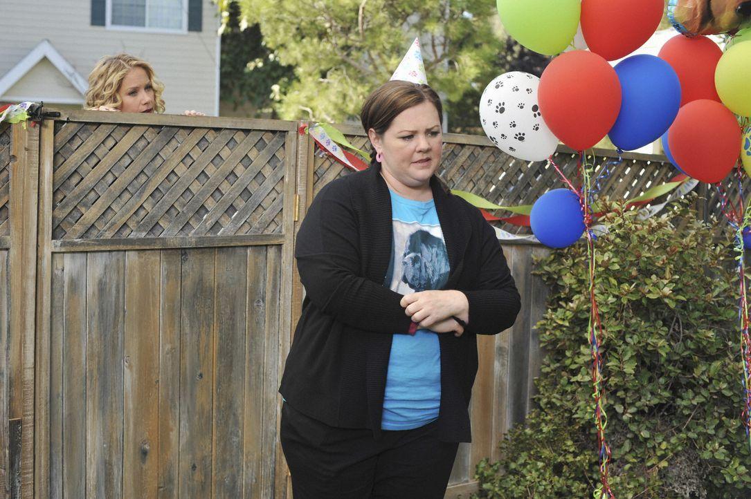 Was ist nur mit Dena (Melissa McCarthy, r.) und Samantha (Christina Applegate, l.) los? - Bildquelle: 2008 American Broadcasting Companies, Inc. All rights reserved.