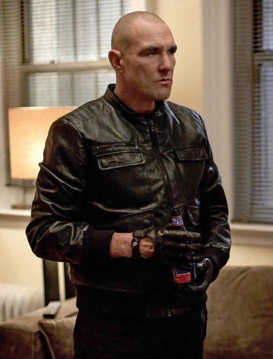 Gregson holt Sherlock Holmes zu einem Mordfall, bei dem nur eine riesige Blutlache auf dem Boden zurückgeblieben ist, jedoch keine Leiche. Für Hol... - Bildquelle: CBS Television