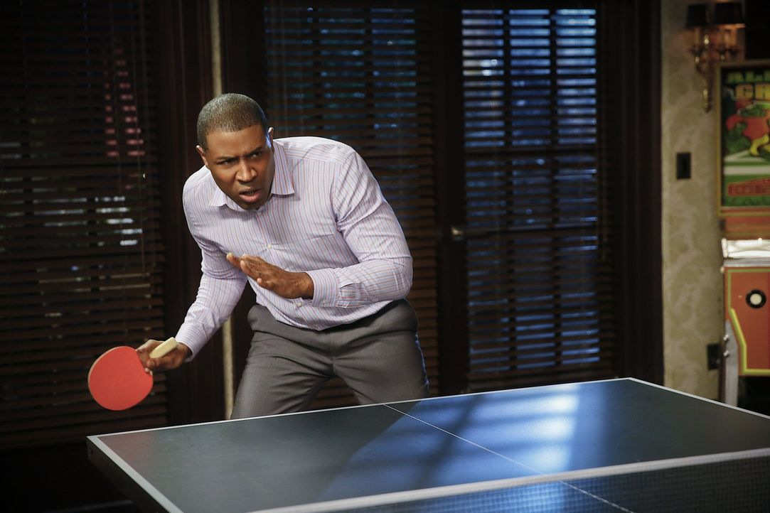 Wird Lavon (Cress Williams) gegen seinen Erzfeind Bürgermeister Gainey gewinnen? - Bildquelle: Warner Brothers