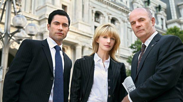 Ein neuer Fall wartet auf Scott (Danny Pino, l.), Lilly (Kathryn Morris, M.)...