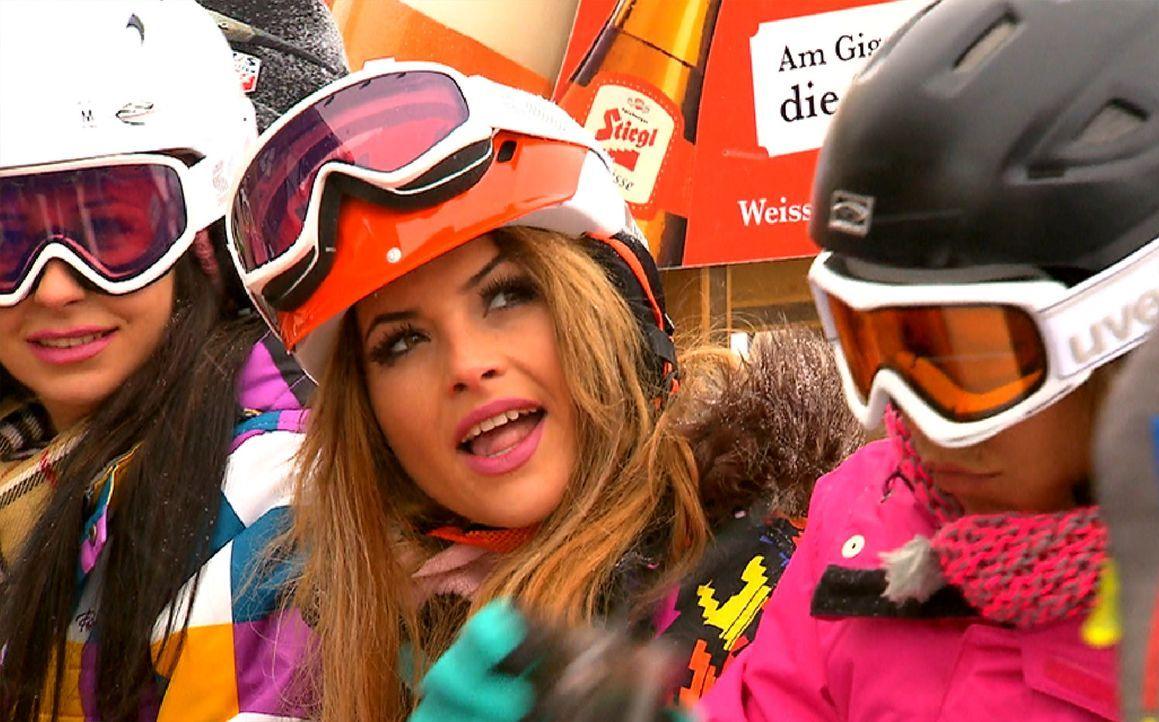 Genießen ihren Skitag: Gee (l.), Lory Glory (M.) und Bauer (r.) ... - Bildquelle: ProSieben