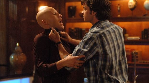 Nach dem Kampf mit Jor-El hat Clark (Tom Welling, r.) keine Superkräfte mehr....