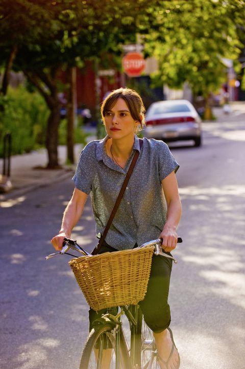 Noch ahnt Gretta (Keira Knightley) nicht, dass das Zusammentreffen mit Dan ihr Leben verändern wird ... - Bildquelle: 2013 KILLIFISH PRODUCTIONS, INC. ALL RIGHTS RESERVED.