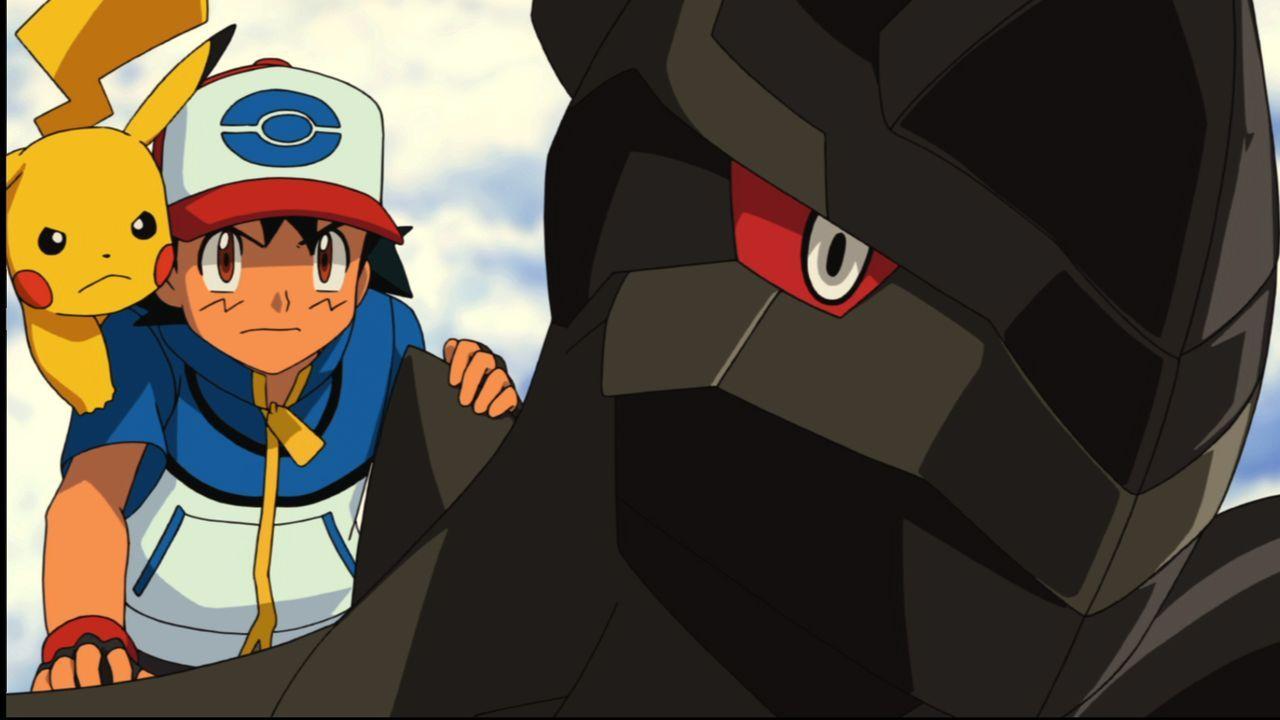 Wird es Ash (M.) und Pikachu (l.) gelingen das mächtige Pokémon Zekrom (r.) zu erwecken und einen ganzen Ort vor dem Untergang zu retten? - Bildquelle: 2014 Pokémon.   1997-2014 Nintendo, Creatures, GAME FREAK, TV Tokyo, ShoPro, JR Kikaku. TM, ® Nintendo.