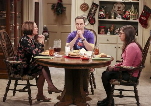 The Big Bang Theory - Der Weihnachtsbesuch von Sheldon (Jim Parsons, M.) und...