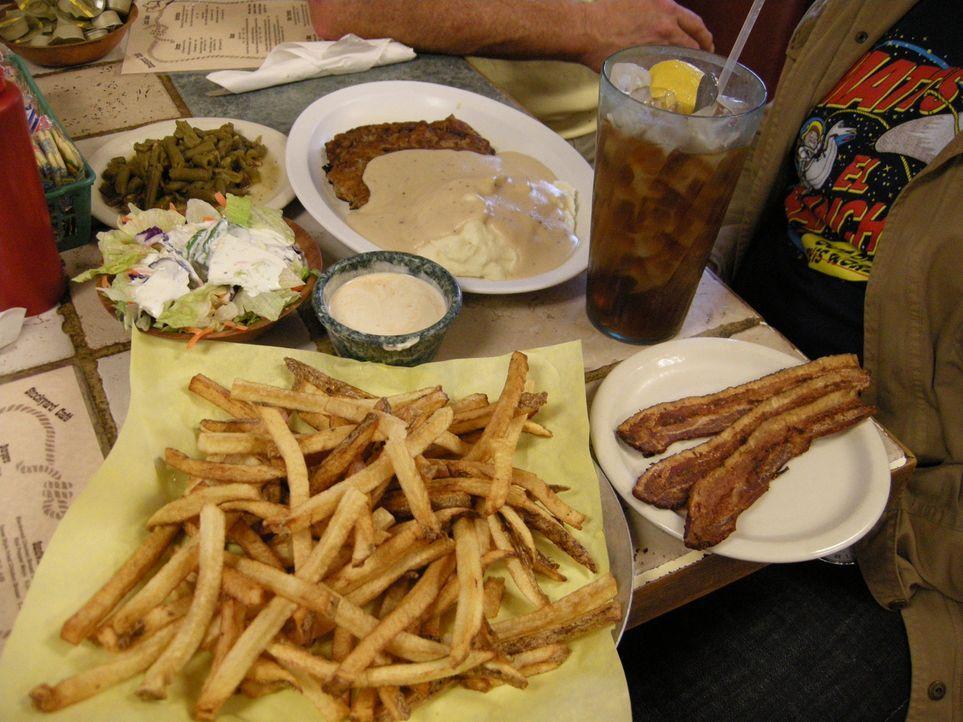 Adam Richman reist auf der Suche nach kulinarischen Köstlichkeiten durch ganz Amerika. Diesmal macht er sich auf die Suche nach Lokalen, die einziga... - Bildquelle: 2008, The Travel Channel, L.L.C.