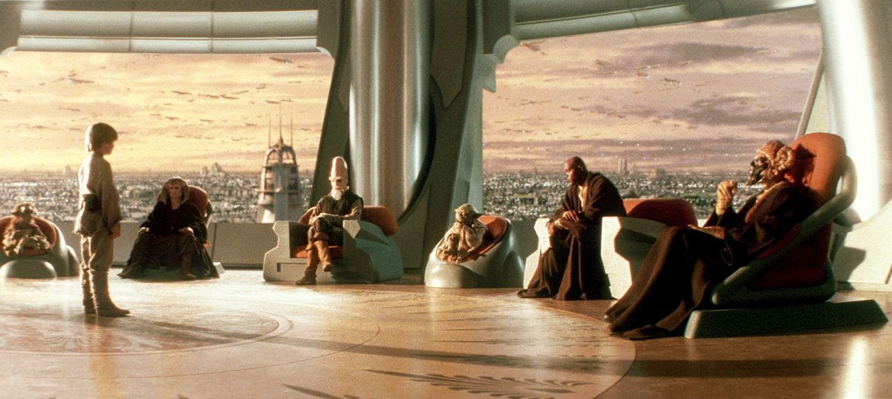 Um die Ausbildung zum Jedi-Ritter erhalten zu können, muss Anakin Skywalker (Jake Lloyd, 2.v.l.) sich dem Jedi-Rat (v.l.n.r.: Phil Eason, Khan Bonf... - Bildquelle: 1999 Lucasfilm Ltd. & TM All rights reserved Used with permission