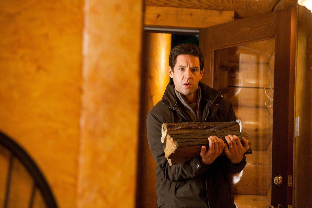 Bob (Todd Grinnell) erfährt, dass seine Frau eine russische Spionin ist ... - Bildquelle: 2011  Warner Bros.